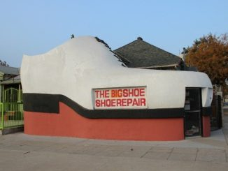 Big Shoe cobbler in Bakersfield, California